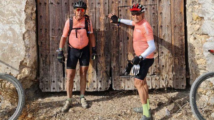 Los hermanos Redruello corren la Titan Desert con más de 70 años