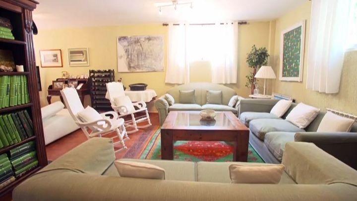 Cuca García de Vinuesa vive en un lugar tranquilo, apartado de la ciudad. Le encanta recibir visita en su hogar.