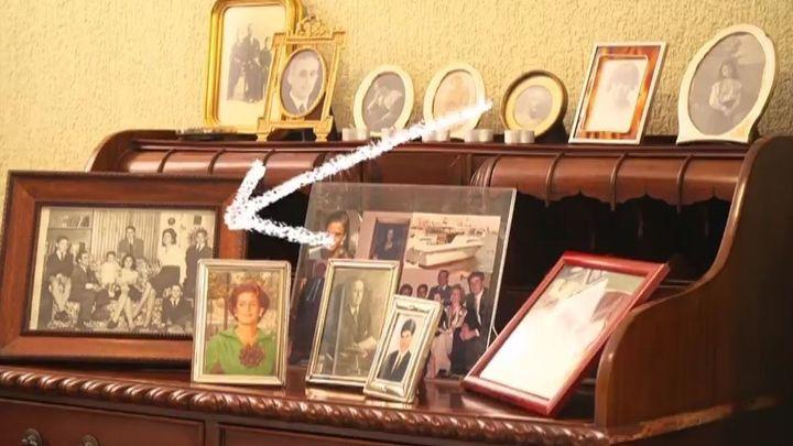 Las fotografías y recuerdos salpican todas las estancias de la casa.