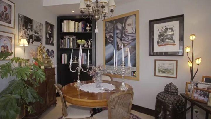 Y el interior de la vivienda bien podría ser un museo de arte y coleccionismo...