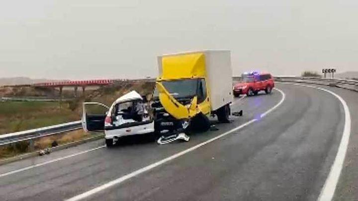 Un muerto en un choque frontal entre un coche y un camión en la M-224