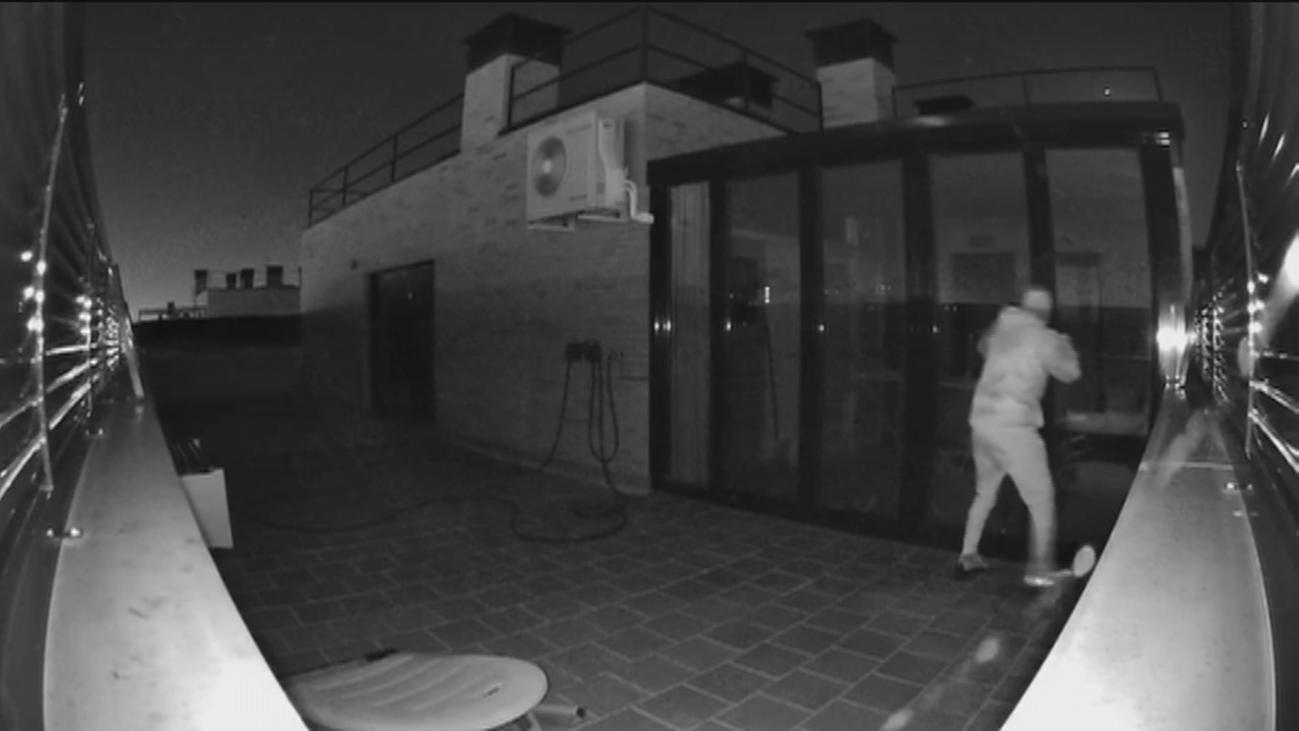 Sorprenden a un ladrón cuando intentaba entrar por la azotea de una vivienda en Parla