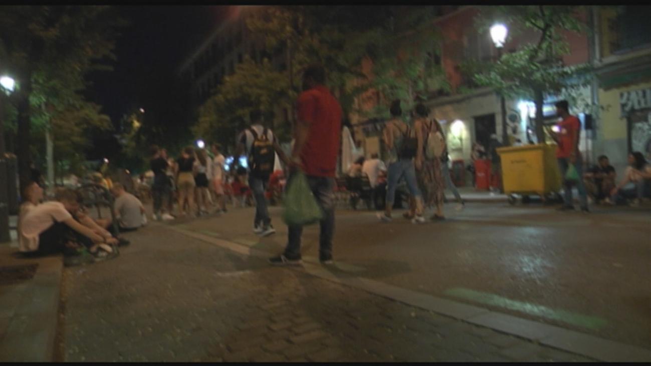 Los vecinos de Lavapiés denuncian trapicheo de drogas, peleas y suciedad en las plazas del barrio