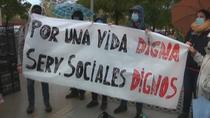 Los vecinos de Carabanchel se manifiestan para pedir más fondos sociales que les ayuden a sobrevivir