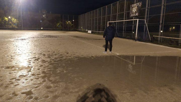 El Águilas del Lucero juega en una 'piscina' cuando llueve