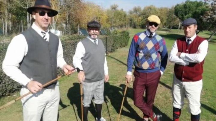 Golfistas invidentes madrileños aprenden a jugar la modalidad Hickory