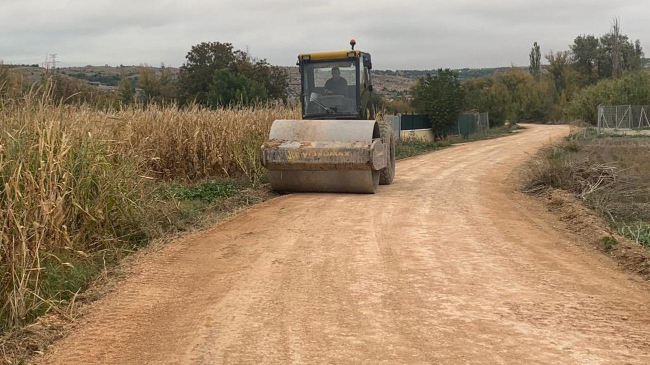 Maquinaria trabajando en los caminos de Morata de Tajuña