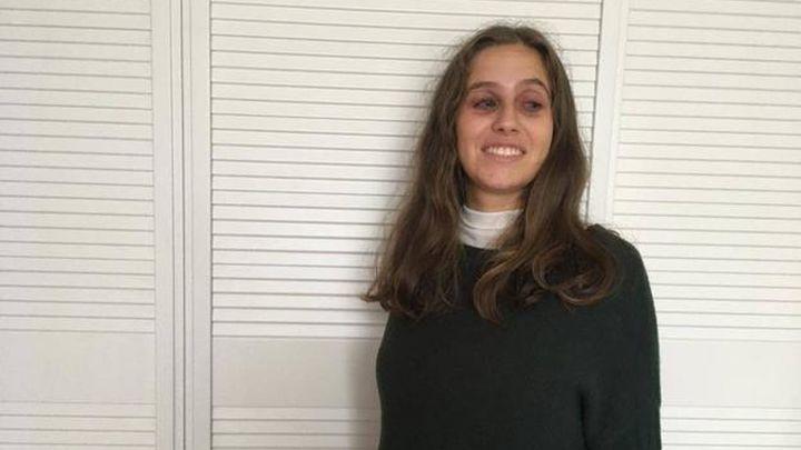 Sanidad deja sin plaza en el hospital a una brillante bióloga por su discapacidad