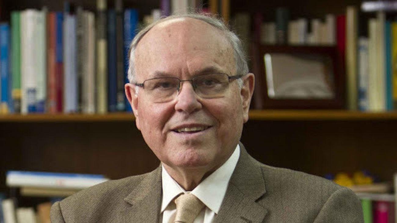 César Nombela, catedrático de Microbiología