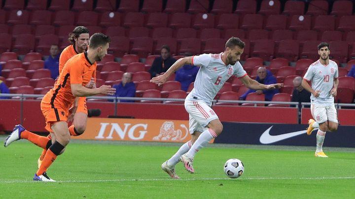 1-1. España empata con Holanda con un gol Canales y el debut de Llorente