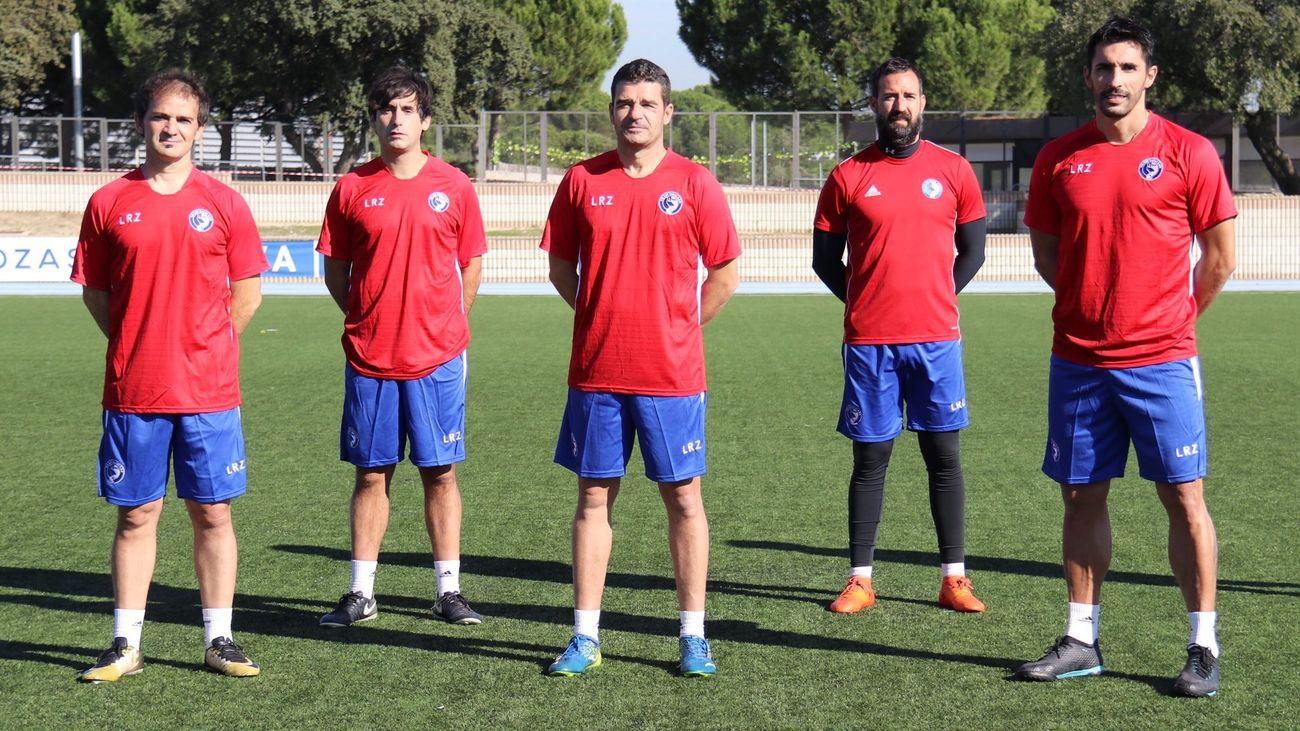 Manolo Cano, en el centro, junto a su cuerpo técnico