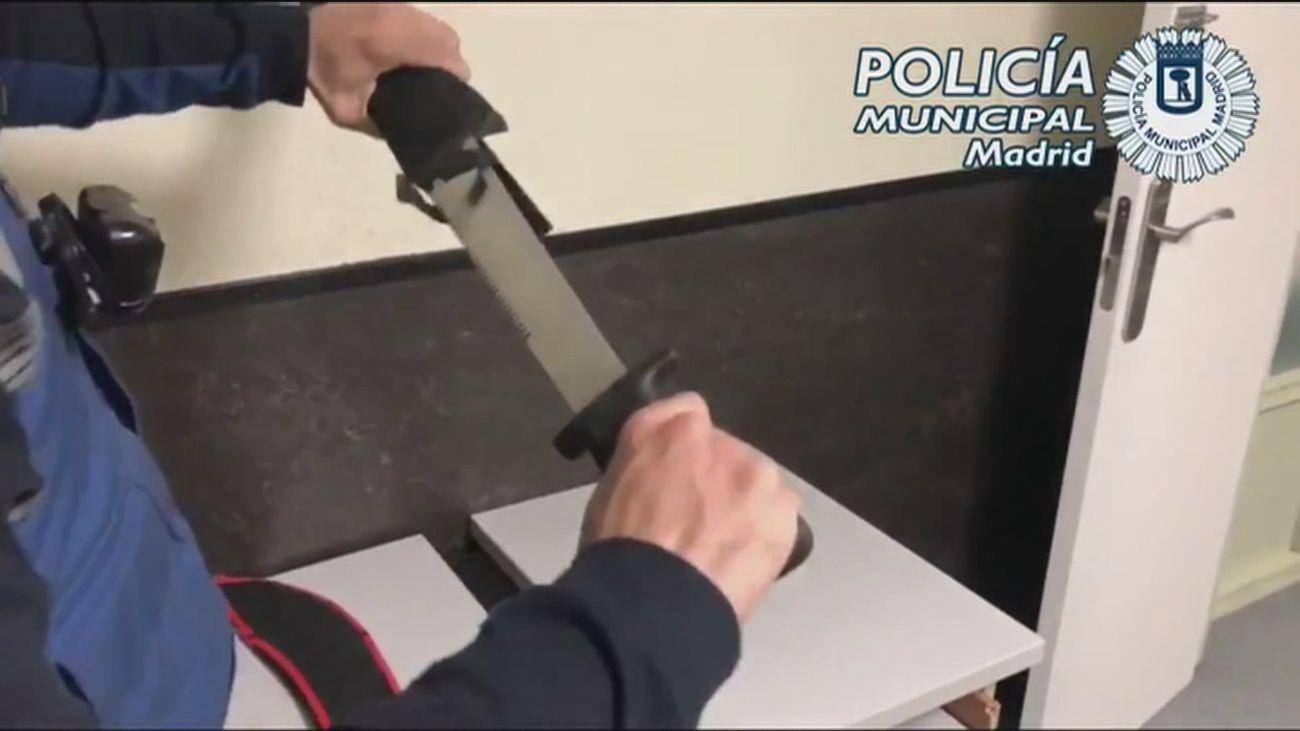 Uno de los machetes incautados por la Policía Municipal
