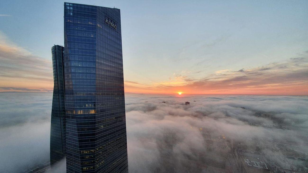 Las torres de Madrid entre nubes