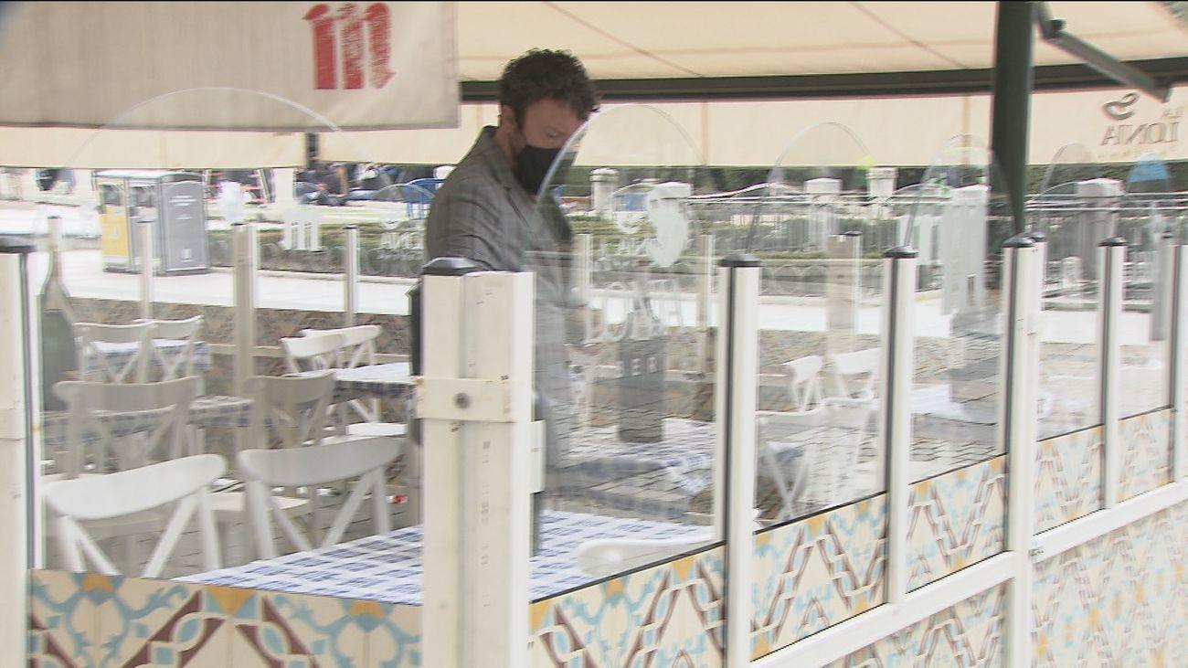 Mamparas en una terraza de Madrid