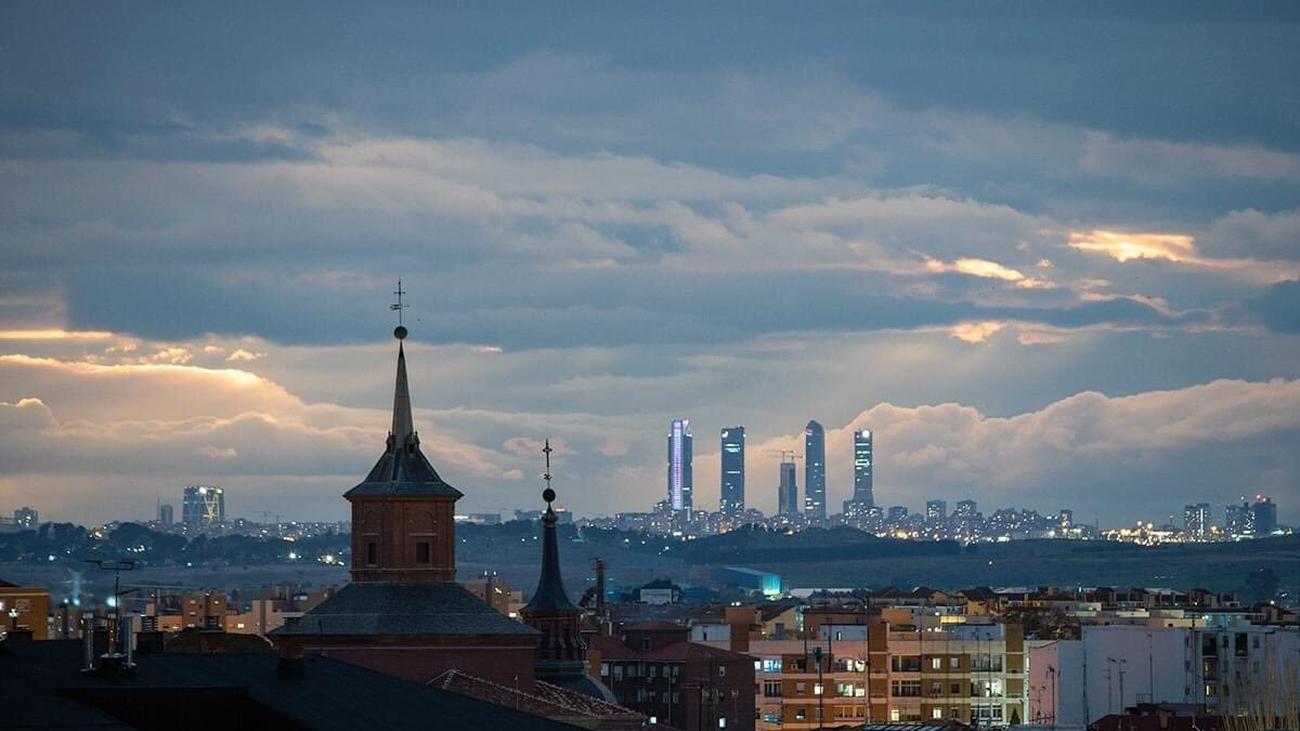 ¿Qué son los microplásticos que hay en el cielo de Madrid?