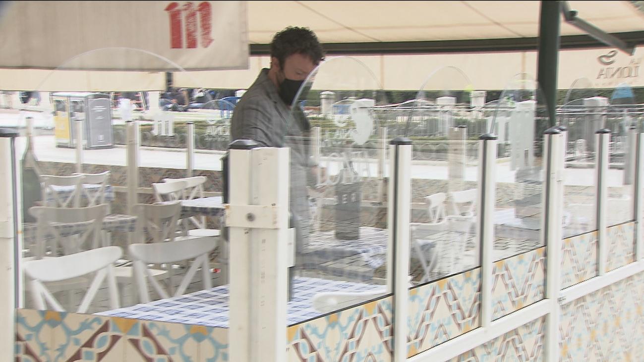 Las terrazas de Madrid ya pueden instalar mamparas para proteger a los clientes del frío y la lluvia