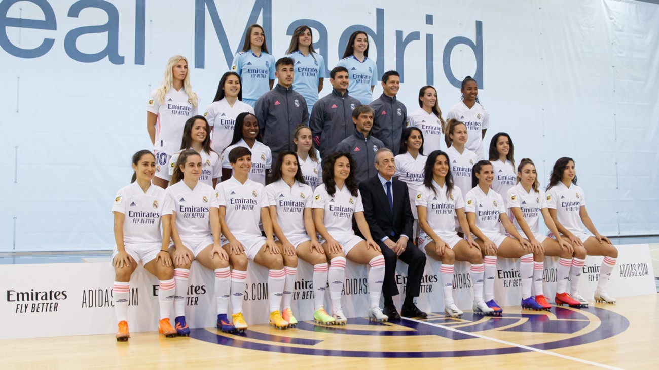 Primera foto de familia del Real Madrid femenino