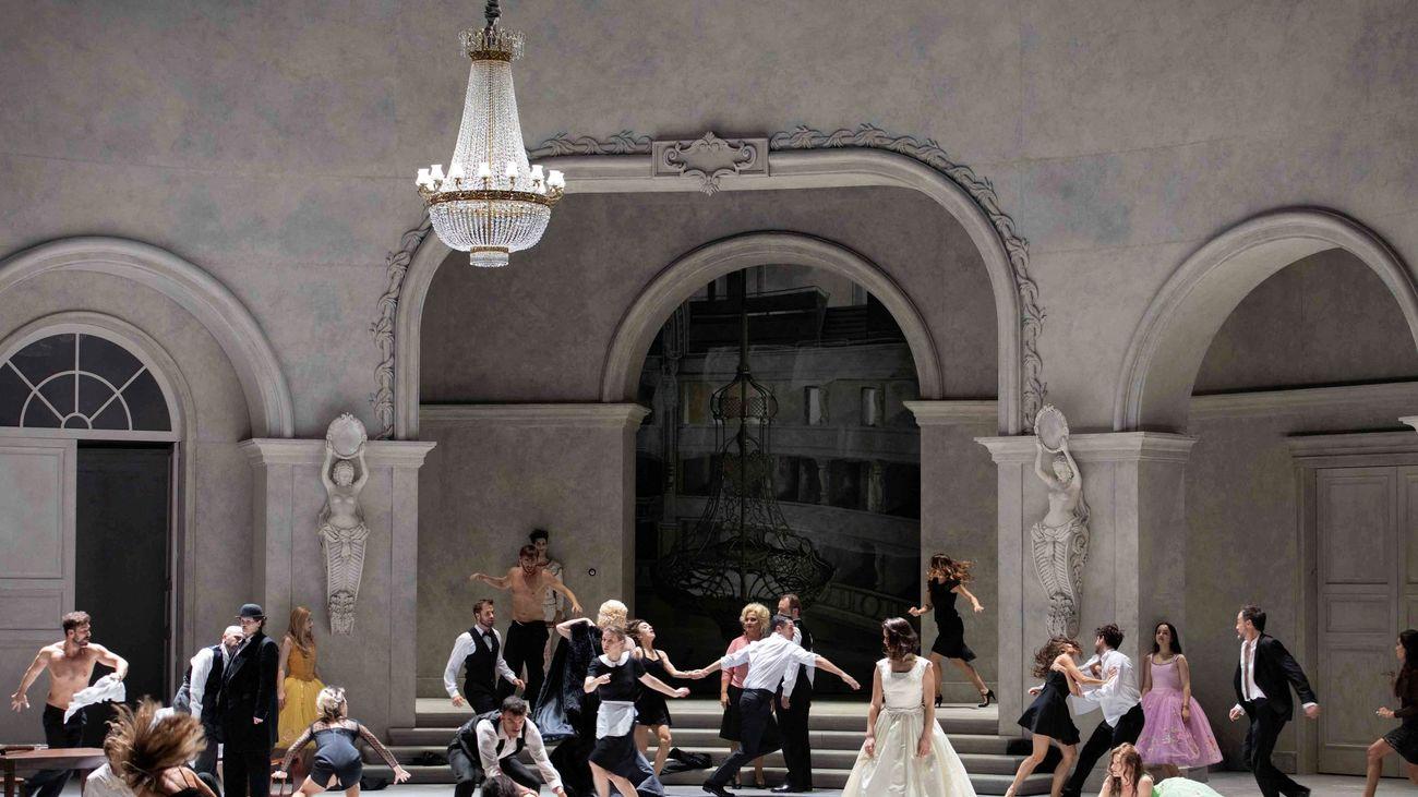 """El Teatro Real se sobrepone en tierra firma a la maldición de """"Rusalka"""""""