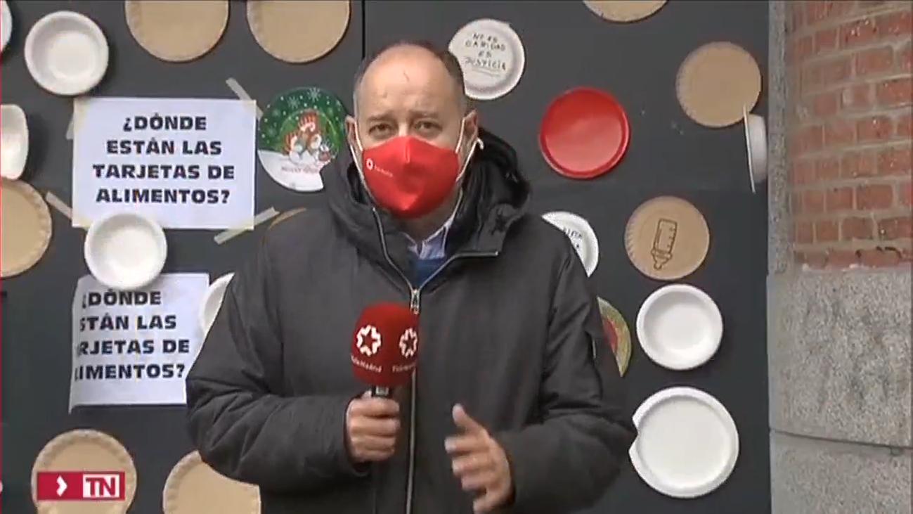 Protesta en Madrid con platos vacíos para denunciar que hay familias que pasan hambre