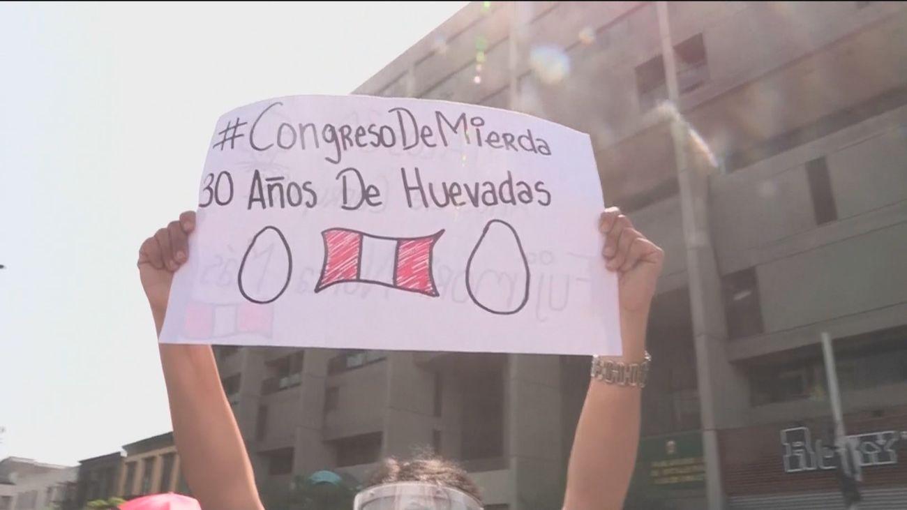 El Congreso impide la elección de la primera presidenta de Perú en plena de crisis institucional