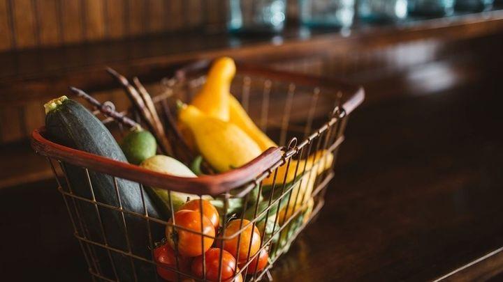 Hacemos la misma compra en dos supermercados distintos: ¿Notamos la diferencia?
