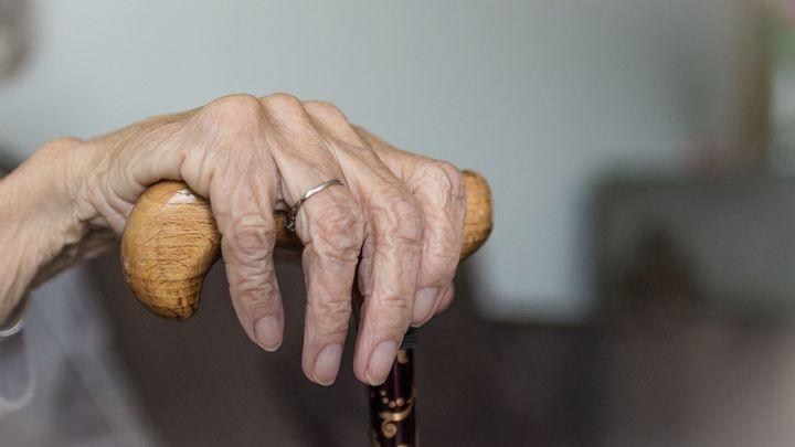 Estos voluntarios ayudan a los mayores haciendo recados en Fuenlabrada