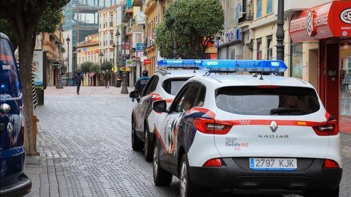 La policía sanciona a 27 jóvenes que celebraban una fiesta ilegal en un ático de Getafe