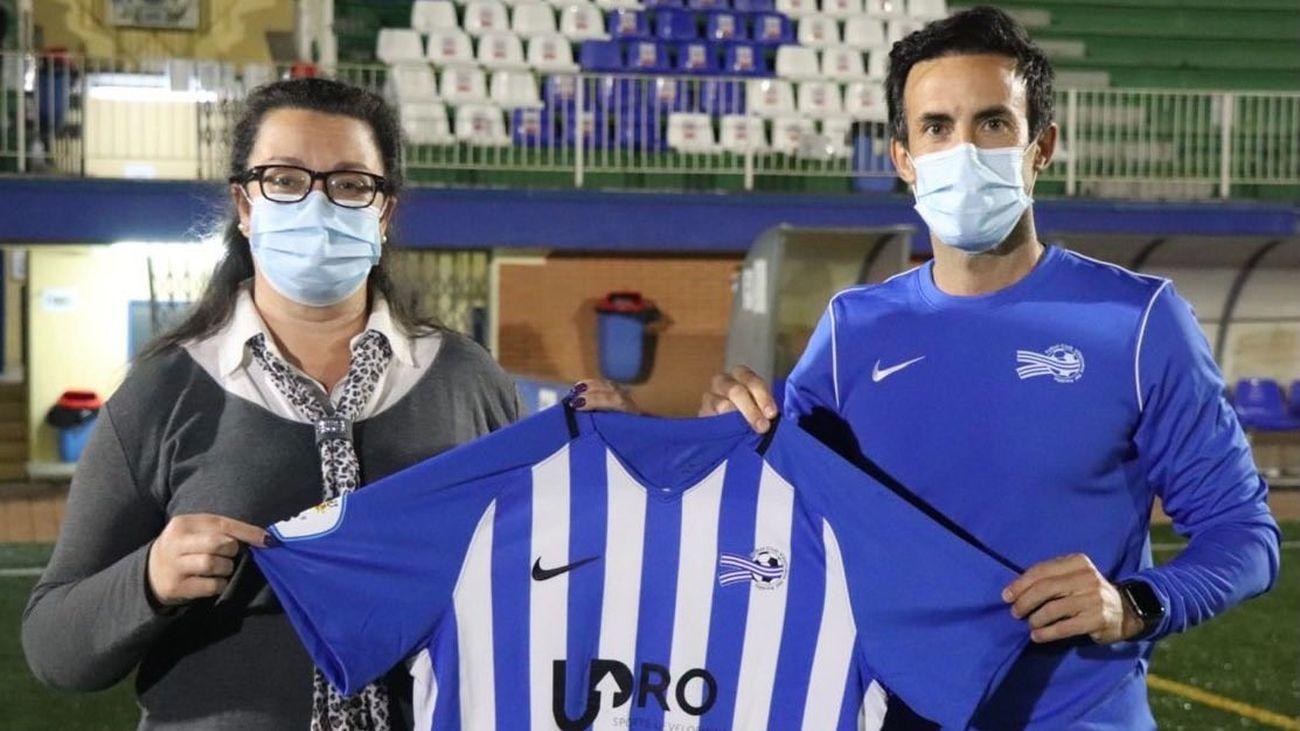 Carlos Rodríguez con la camiseta del club