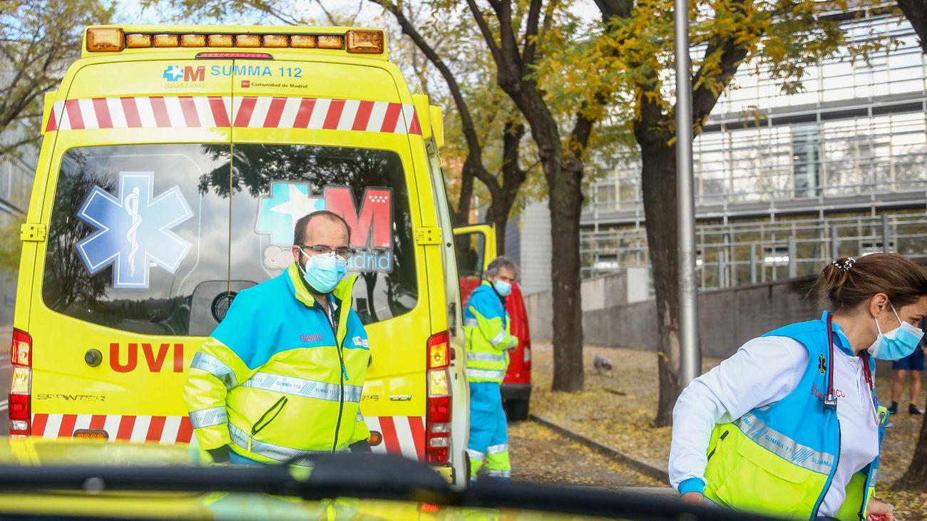 Un hombre grave en Puerta del Angel tras amputarle 3 falanges de una mano y caer por una ventana