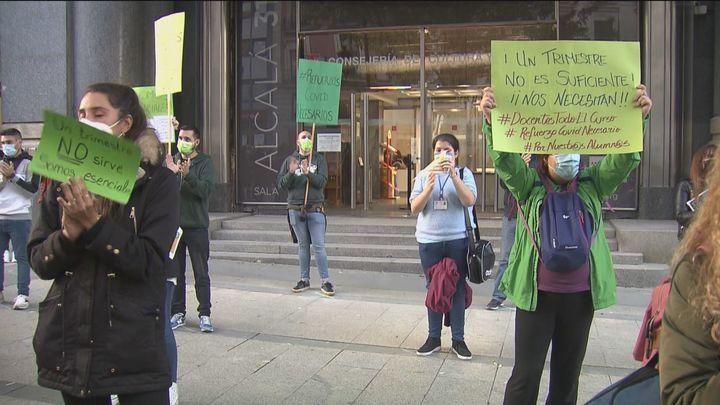 Los docentes de refuerzo por Covid protestan contra su cese en diciembre