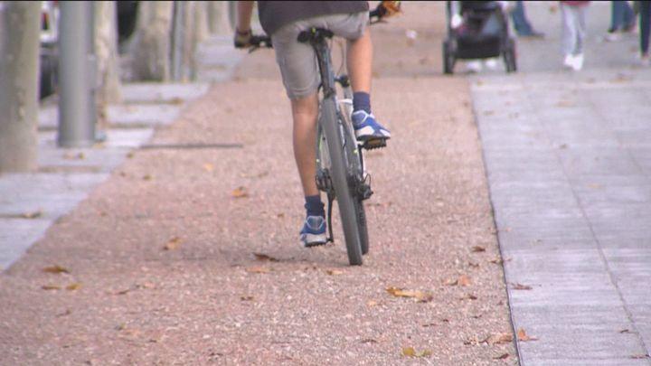 Denuncian el mal estado del carril bici de Carabanchel