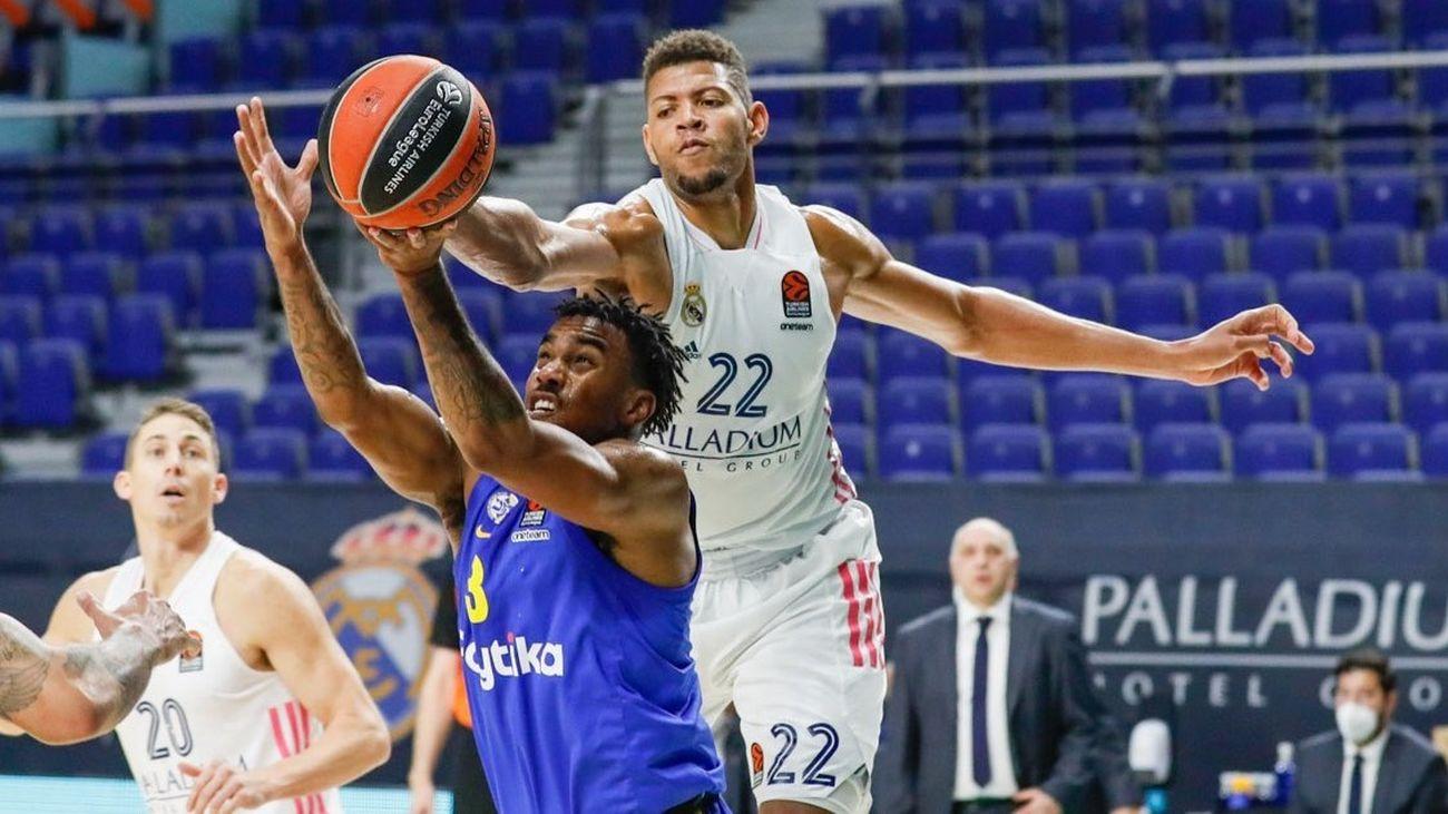 Edy Tavares ante el Maccabi