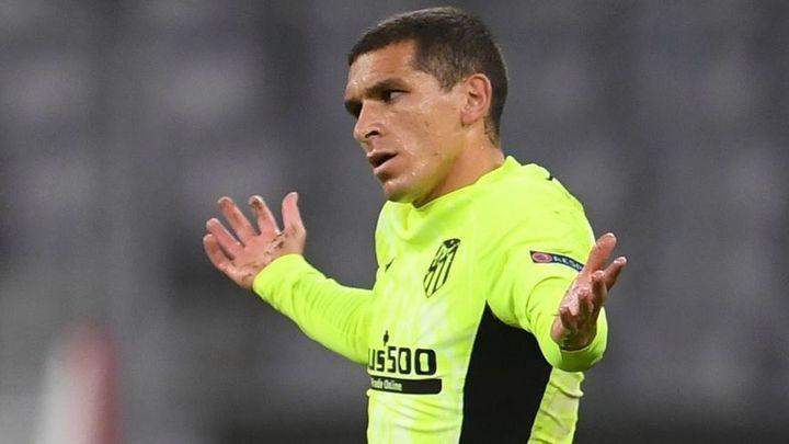 Torreira, positivo por covid-19, otra baja del Atlético contra el Barça