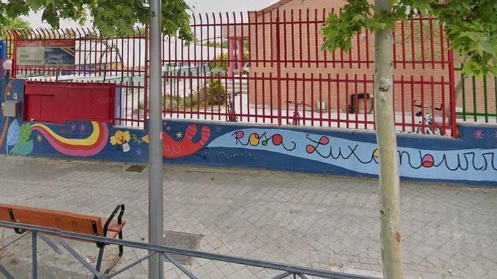 Madrid reubicará a alumnos del instituto Ana Frank y parte de los del colegio Rosa Luxemburgo irán a otro centro
