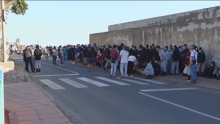 Más de 2.300 migrantes continúan en el Muelle de Arguineguín (Gran Canaria)