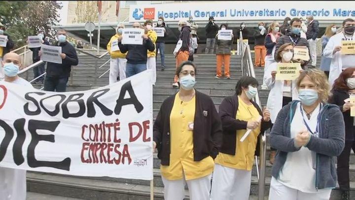 Sanitarios del Gregorio Marañón piden en una protesta la prórroga de sus contratos