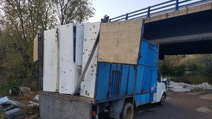 La Policía de Móstoles impide un vertido de 18 frigoríficos al río Guadarrama