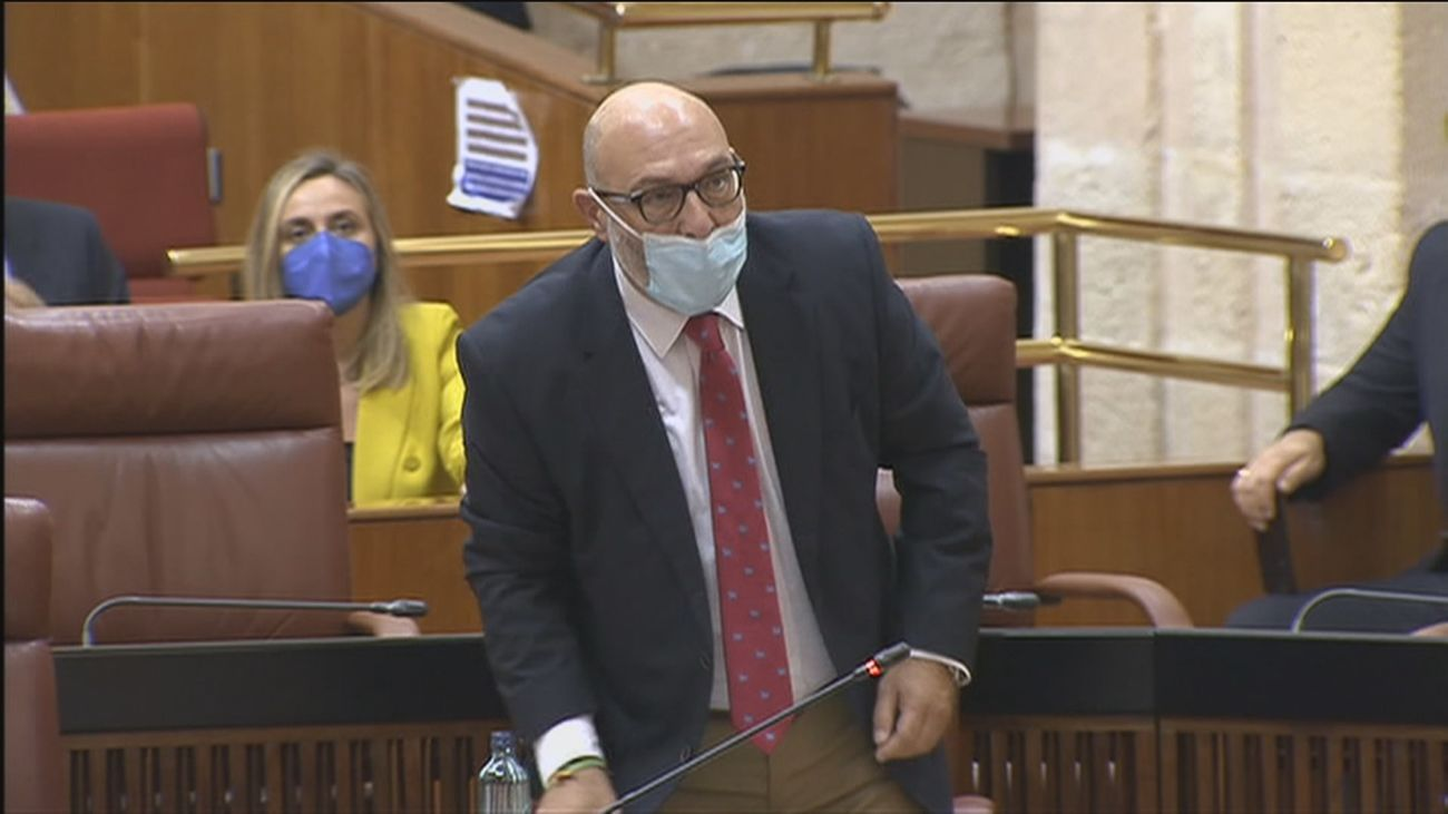 """El portavoz de Vox abandona el Parlamento andaluz: """"A la porra, a tomar..."""""""