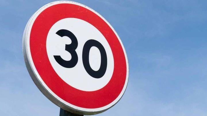 Moralzarzal inicia la señalización de la 'Zona 30'