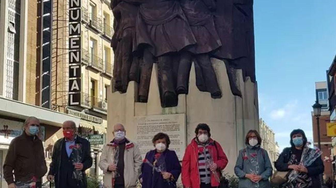 La Fundación Abogados de Atocha se concentra ante 'El Abrazo' tras la excarcelación de García Juli