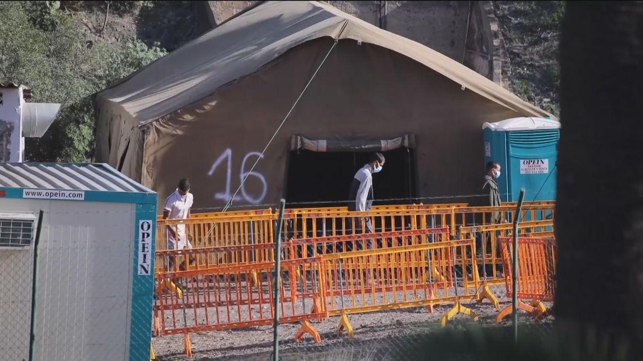 Habilitadas 7.000 plazas en campamentos de emergencia para atender a los migrantes en Canarias