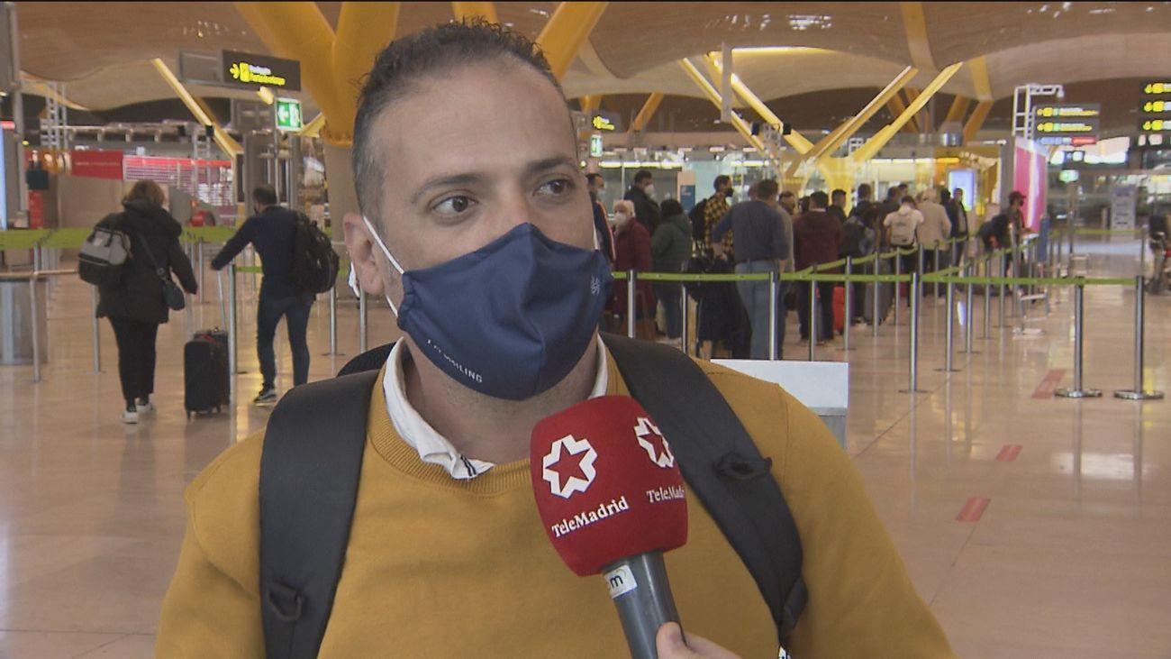 Los pasajeros de países de riesgo que entren en Barajas este lunes deberán llevar una PCR negativa