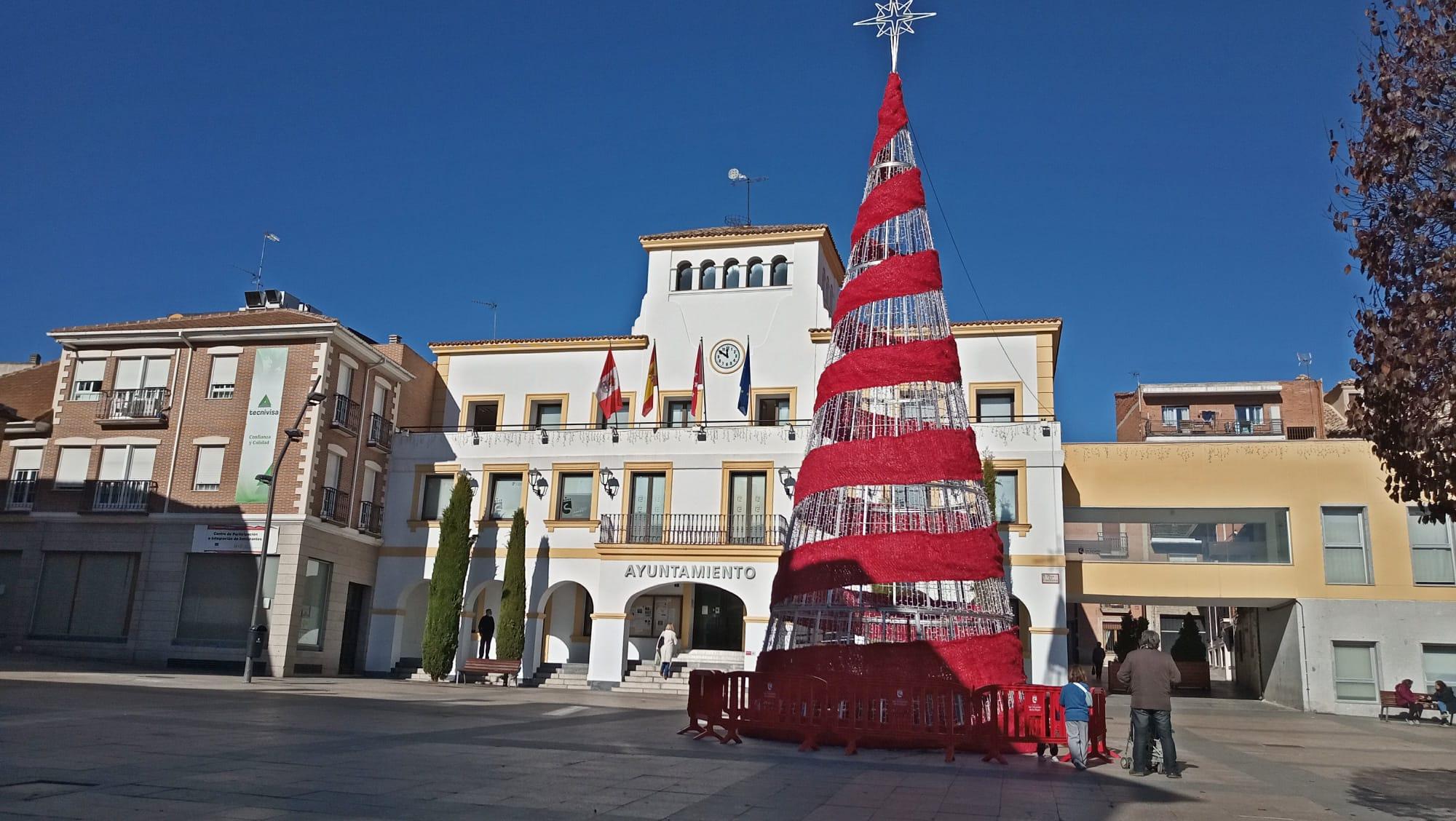 Arbol de Navidad en la Plaza de la Constitución de San Sebatián de los Reyes / AYUNTAMIENTO DE SAN SEBASTIÁN DE LOS REYES