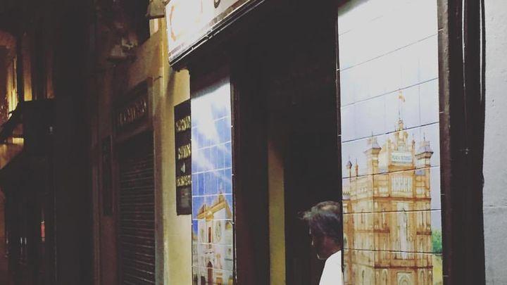Adiós al bar El Burladero... y a sus azulejos en el número 19 de la calle Echegaray