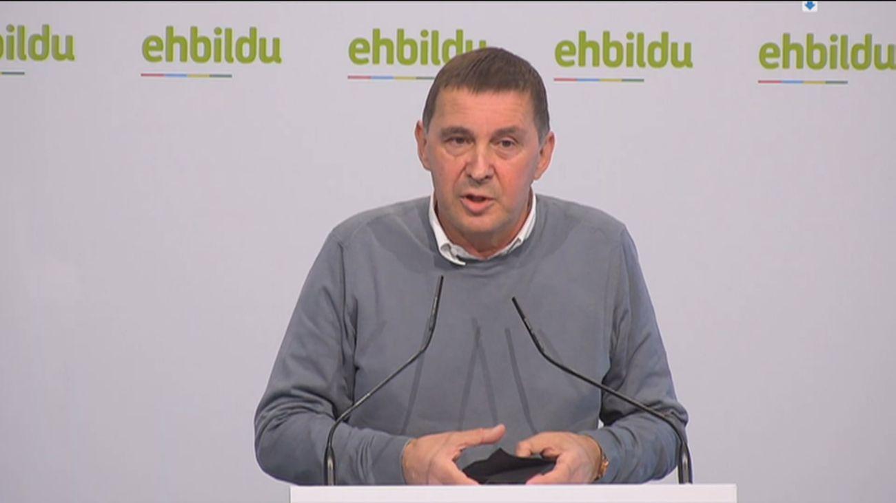 Otegi pide a su militancia apoyar los Presupuestos mientras Podemos y PSOE negocian la suspensión de desahucios