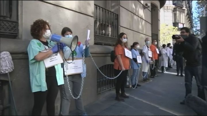 Sanitarios de Madrid protestan ante la Consejería de Sanidad contra la precariedad de sus contratos