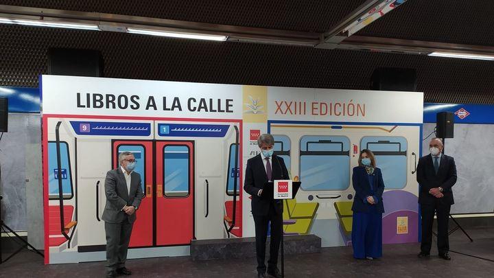 Hasta 7.200 láminas para leer en el metro y en el bus de Madrid con 'Libros a la calle'