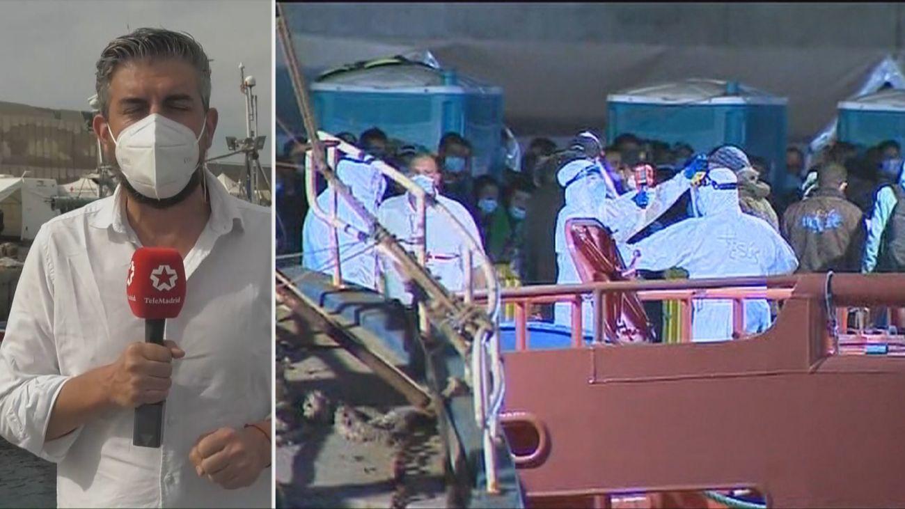 Continua la llegada masiva de cayucos a Canarias y crece la cifra de acogidos en el puerto de Arguineguín