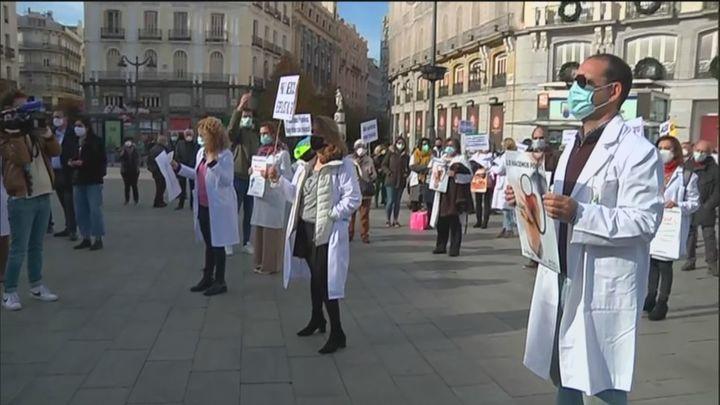 """Denuncian en Sol el """"maltrato médico"""" de la Comunidad de Madrid y del Ministerio de Sanidad"""