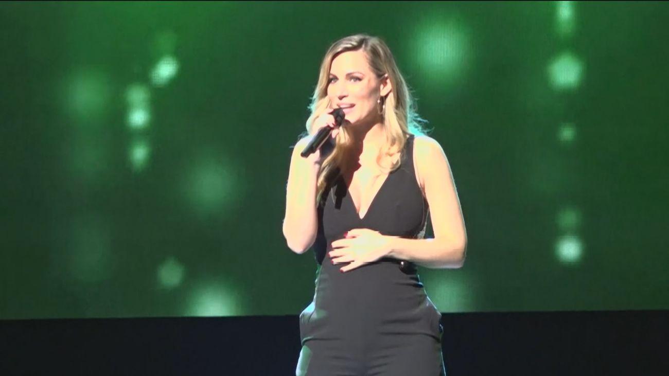 Edurne luce barriguita en su primer concierto tras anunciar su embarazo
